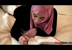 Lady with hijab fucks daddy feel attracted to a sex machine!.