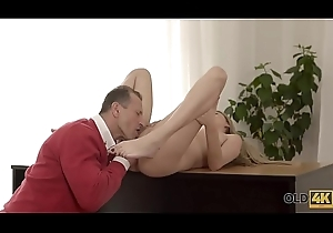 OLD4K. Old dad enjoys unceremonious liveliness with beautiful from