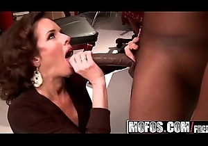 Derogatory floosie (Veronica Avluv) needs some BBC - MOFOS